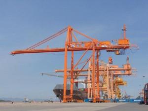 Cầu trục cảng Quang Trung